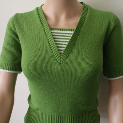 V Neck Sweater - Kiwi & White